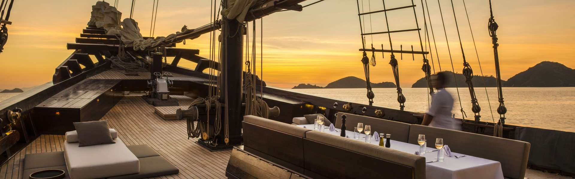 Gourmet sunset sailing yacht