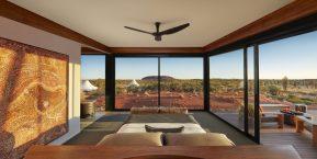 Longitude 131, Uluru