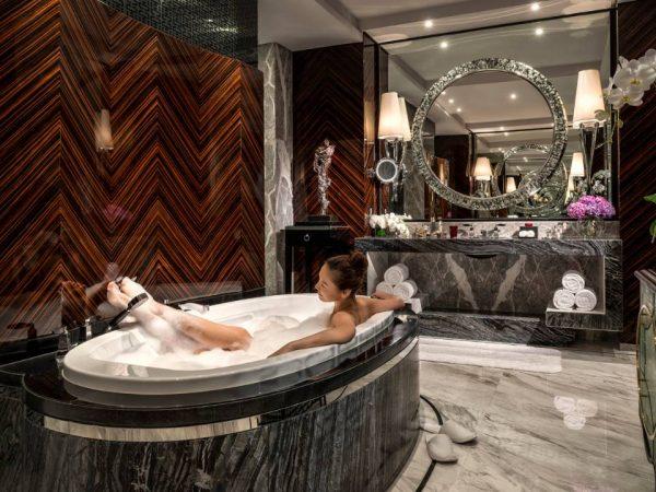 Four Seasons Hotel Shanghai at Pudong Presidential Suite bathroom