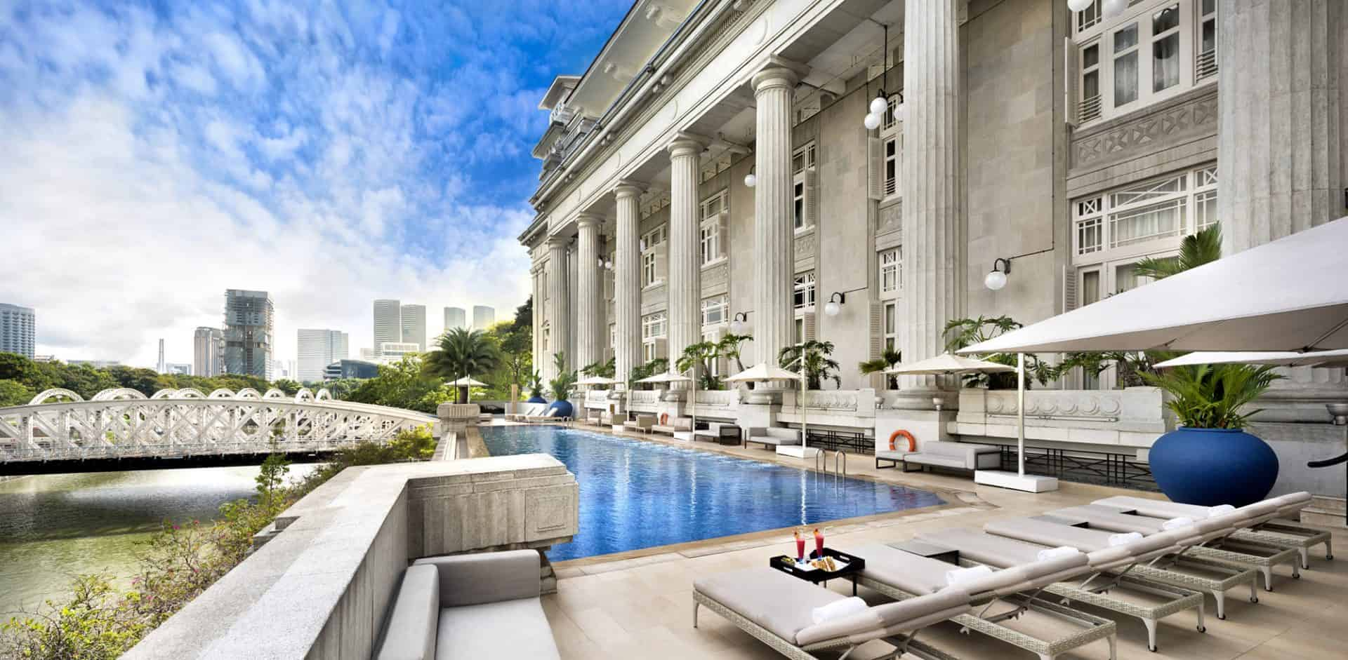 The fullerton hotel singapore pool