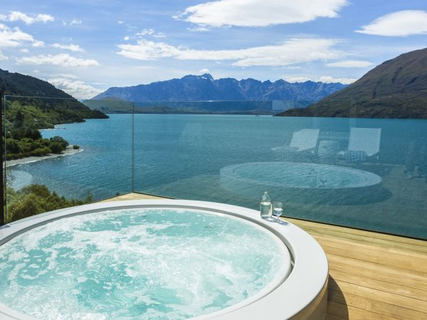 matakauri jacuzzi and balcony