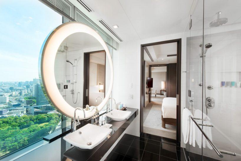Corner Bay View Suite Bathroom