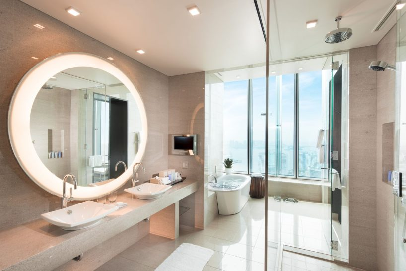 Deluxe Bay View Suite Bathroom