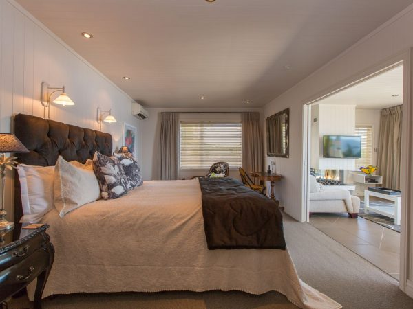 Lake Cottage Suite