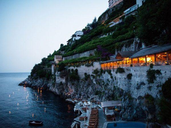 Santa Caterina restaurant Al Mare by night