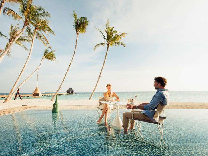 Velaa private island Avi pool bar