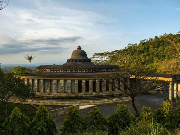 Amanjiwo TheaSweeping Circular Monolith At The Heart Of Amanjiwoa