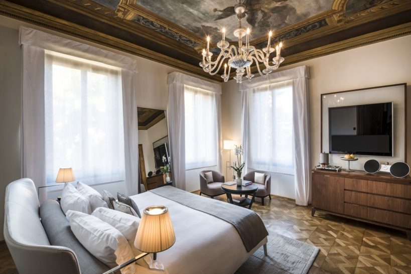 Aman Venice Palazzo Chamber Affresco suite
