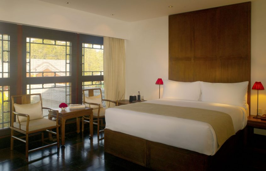 Different categories of suites feature king-size beds, day beds, reading chairs and writing desks, with floors finished in polished Jin clay tiles. Each has its own unique layout and configuration.