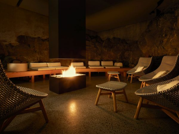 The Retreat at Blue Lagoon Iceland Spa Fire room