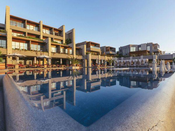 Caresse Luxury Collection Resort Infinity Pool