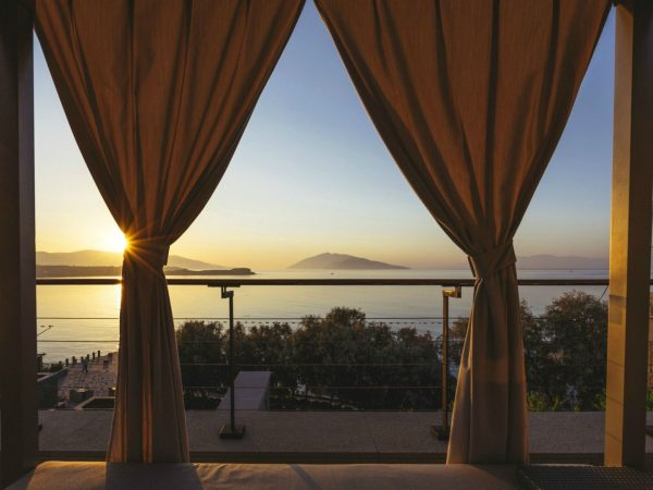 Caresse Luxury Collection Resort Sunrise View