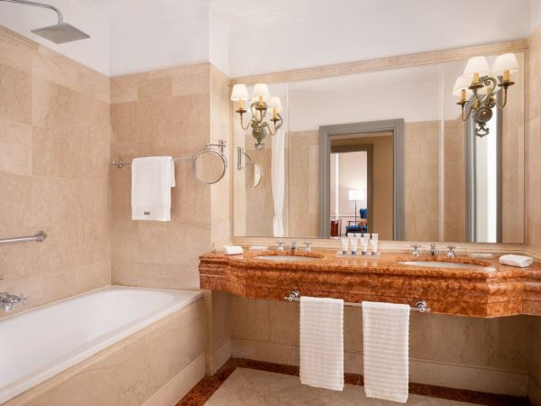 The Westin Excelsior Florence Deluxe Room Bathroom