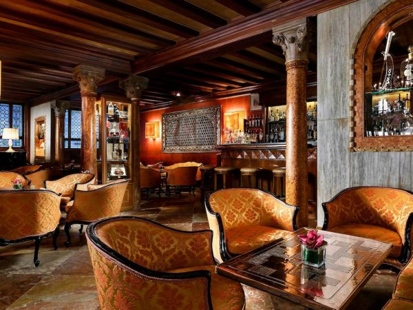 Vcelc Bar Dandolo