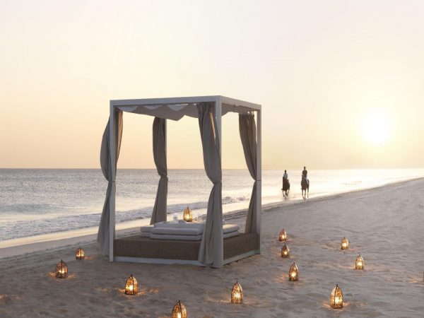 Dining by Design Beach Bed