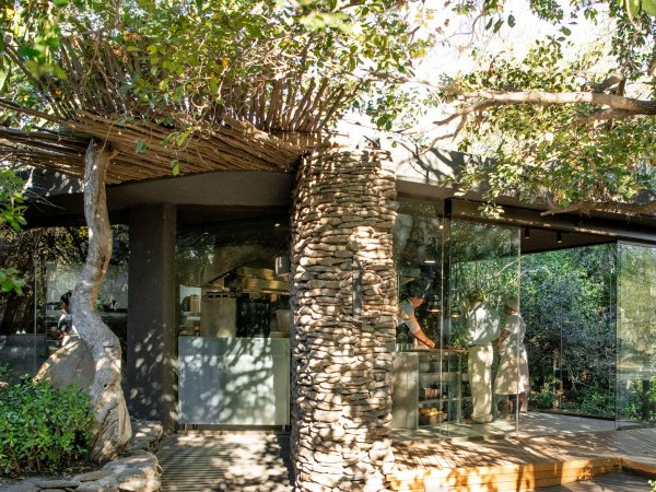Singita-Boulders-Lodge-Kitchen