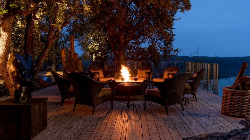 Singita-Pamushana-Lodge-Fire-Deck