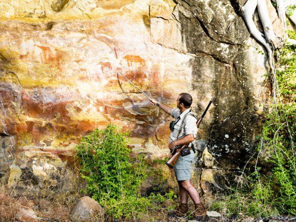 Singita-Pamushana-Lodge-Rock-Art-Site-Visit