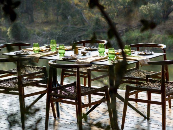 Singita-Sweni-Lodge-outdoor-dining