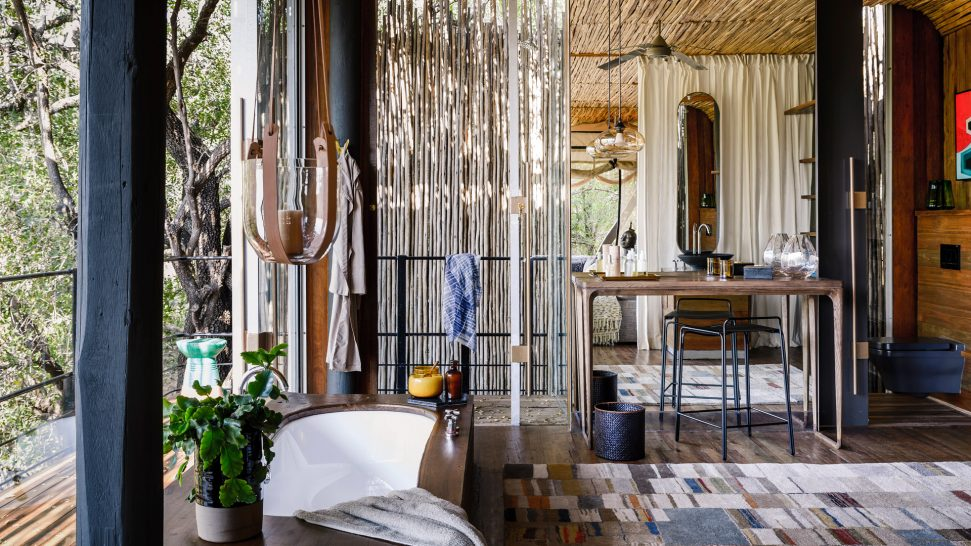 Singita-Sweni-Lodge-suite-bathroom