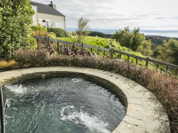 cape kidnappers owners cottage jacuzzi