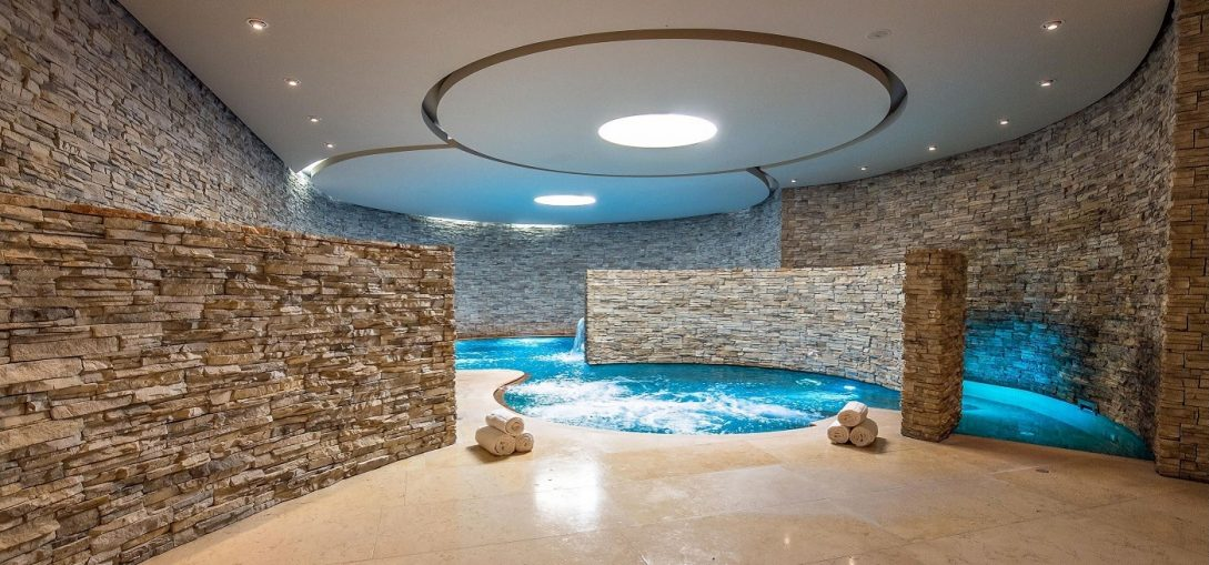 castel monastero spa pool