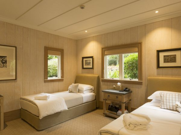 kauri cliffs deluxe suite family second bedroom