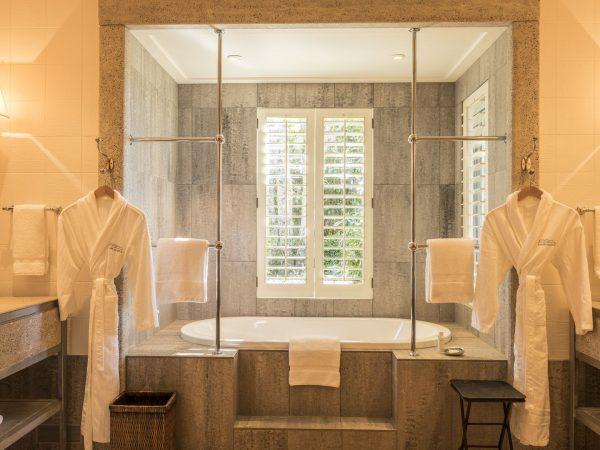 kauri cliffs owner`s cottage master bathroom
