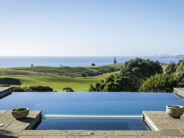 kauri cliffs owner`s cottage pool and jacuzzi