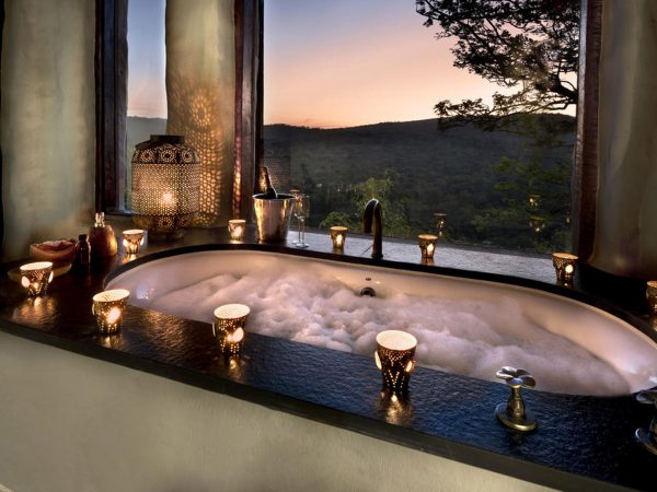 AndBeyond-Phinda-Rock-Lodge-guest-bath
