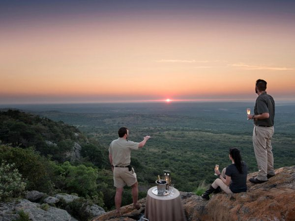 AndBeyond Phinda Mountain Lodge romantice bush dinner