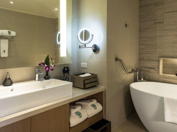 Banyan Tree Bangkok Horizon Suite Bathroom