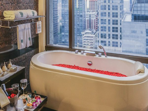 Banyan Tree Bangkok Oasis Retreat Bath
