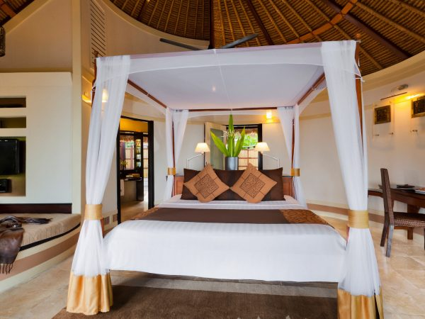 Banyan tree vabbinfaru oceanview pool villa bed