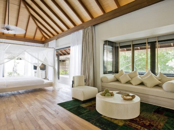 Como_Maalifushi-Maldives-Beach-Suite-Living