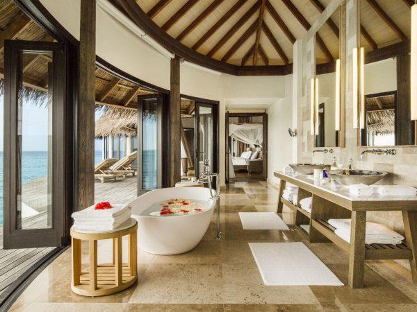 Como_Maalifushi-Maldives-Villa-Master-Bathroom