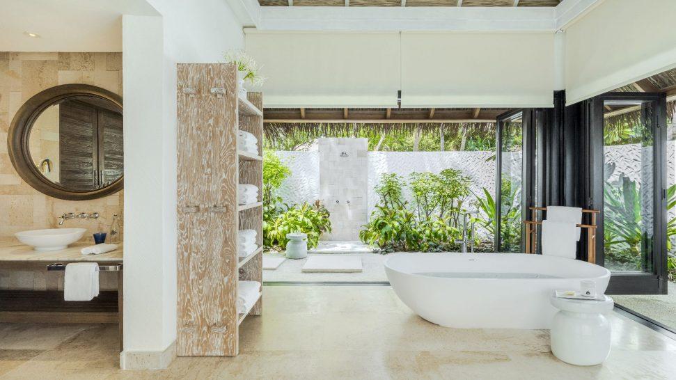 Como_Maalifushi-Maldives-Villa-Bathroom