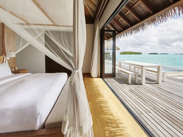 Como_Maalifushi-Maldives_Water-Villa-Bedroom