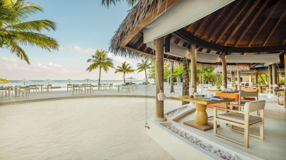 Como_Maalifushi-Maldives-Madi-Outdoor-Seating.