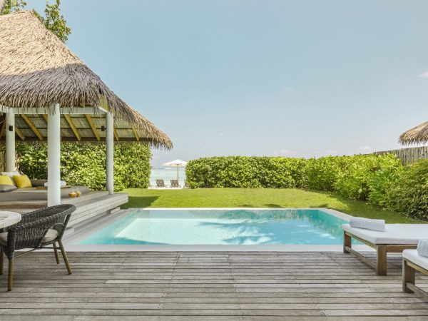 Como_Maalifushi-Maldives-Beach-House-Pool