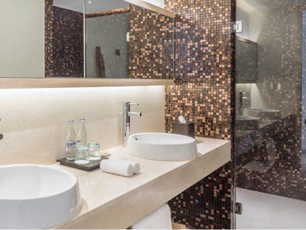 Como Uma Canggu Studio Room Bathroom