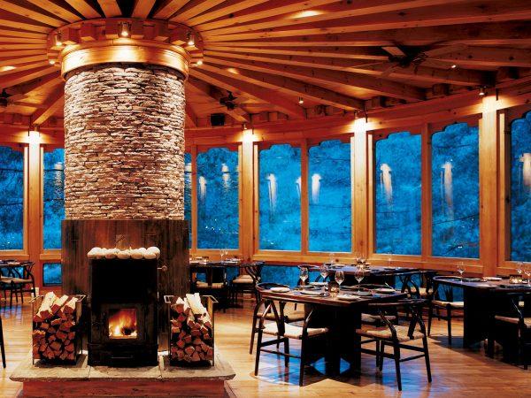 Como Uma Paro Bukhari Restaurant