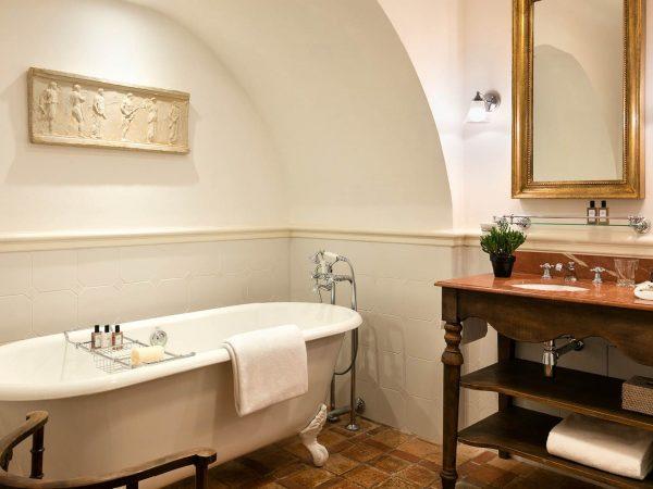 La Bastide De Gordes prestige junior suite bathroom bathtub