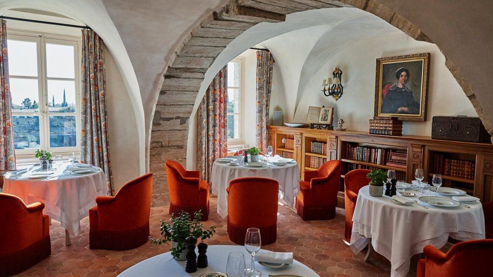 La Bastide De Gordes restaurant la citadelle dining area