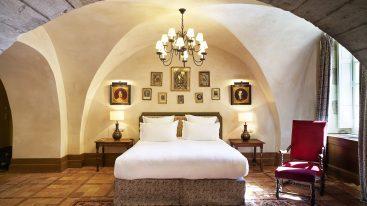 La Bastide De Gordes suite baron de simiane room bed