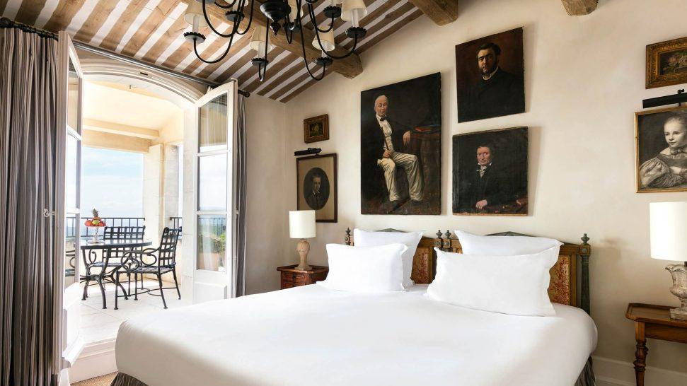 La Bastide De Gordes suite duc de soubise chambre lit terrasse