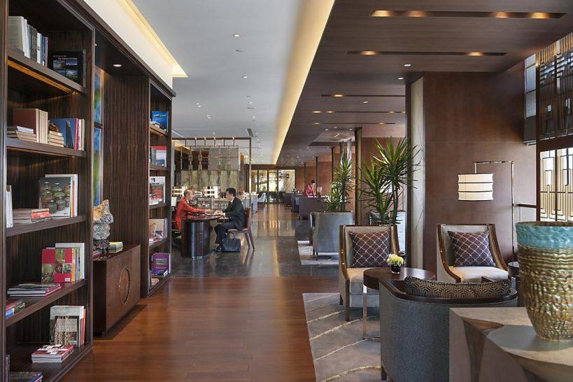 Mandarin Oriental Pudong shanghai club river view room