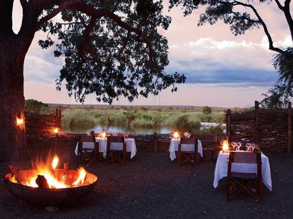 Matetsi River Lodge dining