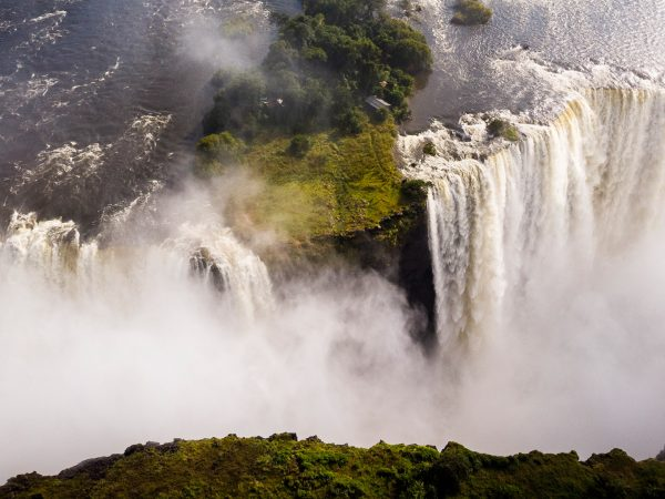 Sanctuary Sussi & Chuma waterfall