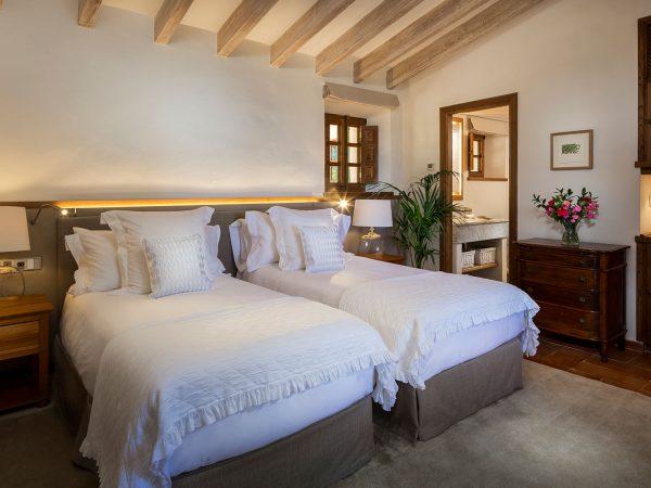 Son Bunyola punta twin bedroom